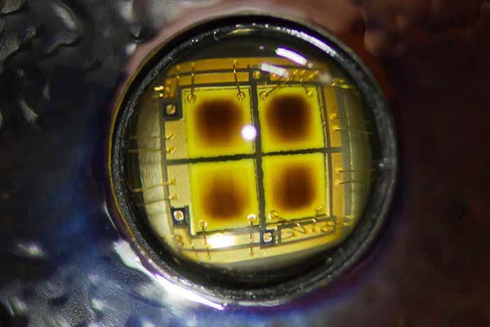 ال ای دی سوخته ، ال ای دی ، حرارت ال ای دی ، دفع حرارت ال ای دی ، پروژکتور ال ای دی ، پروژکتور ، LED ، پروژکتور LED ، هیت سینک ، گرما ، حرارت ، لامپ ال ای دی ، چراغ ال ای دی ، نورنگار